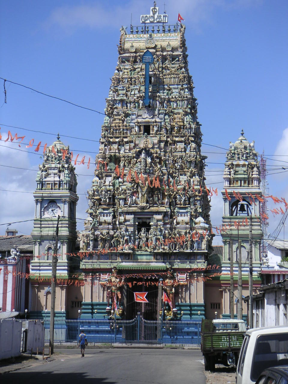 hinduism architecture The indo-saracenic architecture combined the features of hindu, islamic and western elements the colonial architecture exhibited itself through institutional, civic and utilitarian buildings such as post offices, railway stations, rest houses and government buildings.